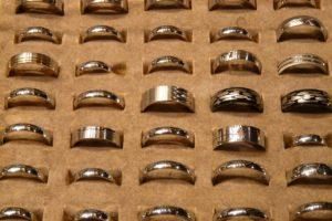 S komoditou v ryzí formě se setkáte například ve šperkařství